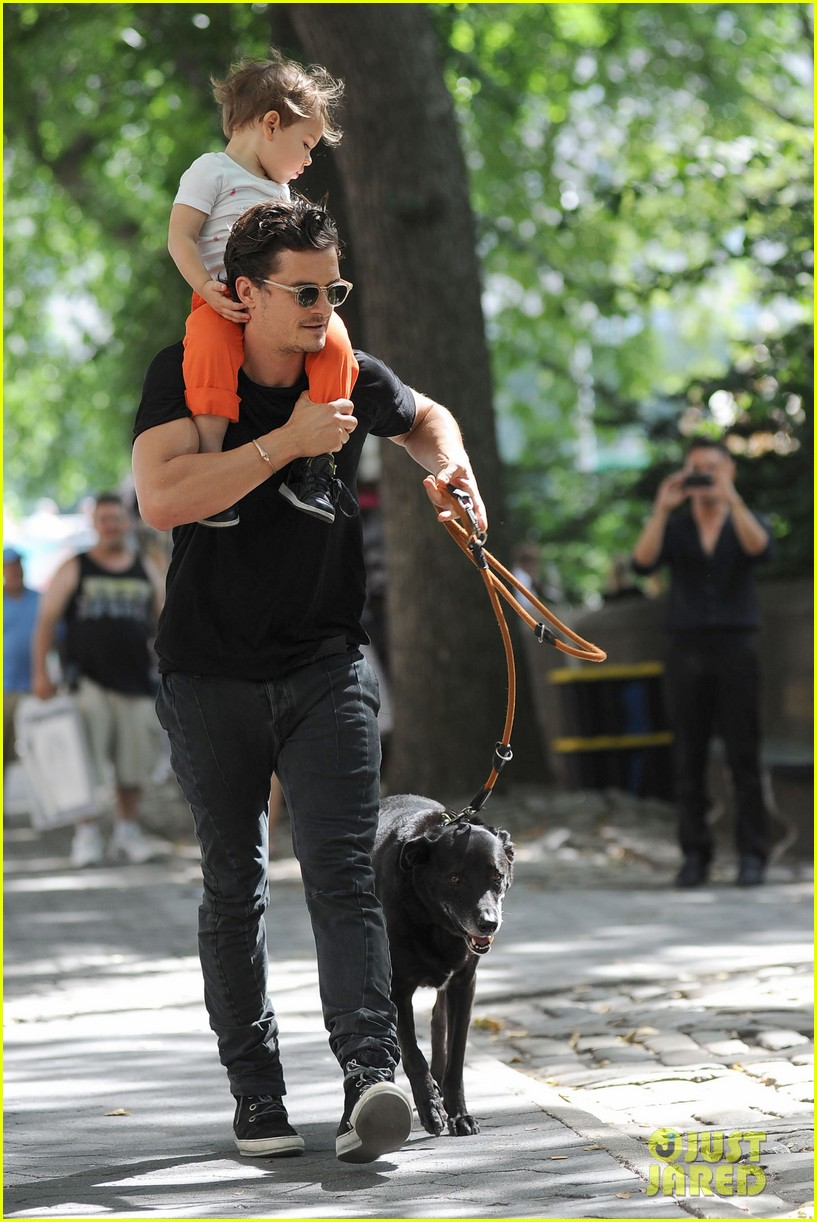 orlando bloom daddy day out with flynn 04