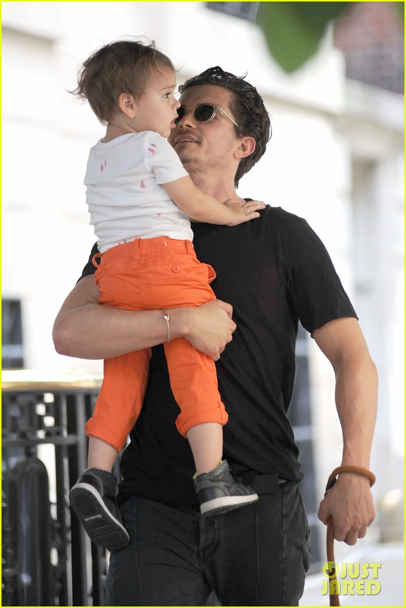 orlando bloom daddy day out with flynn 30