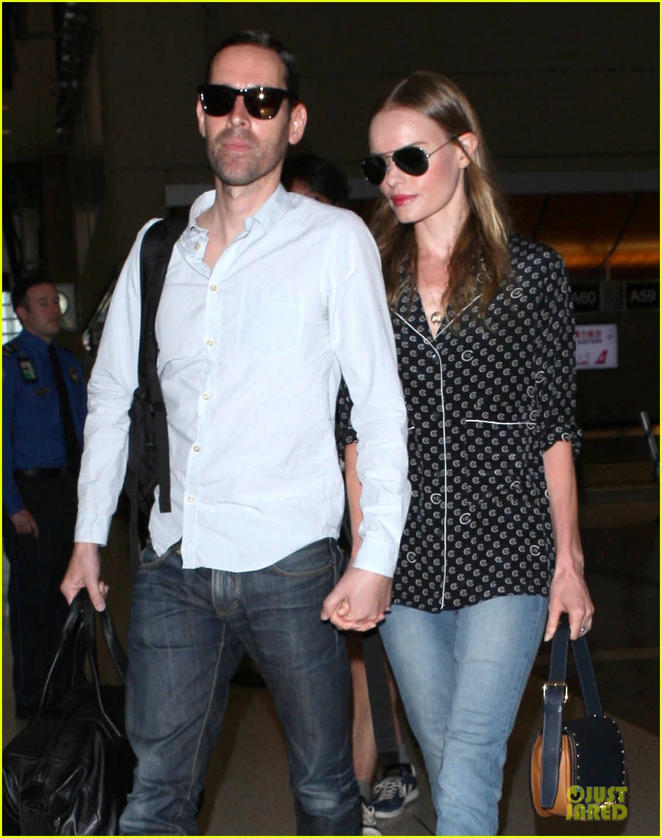 kate bosworth michael polish hold hands for south korea flight 022902124