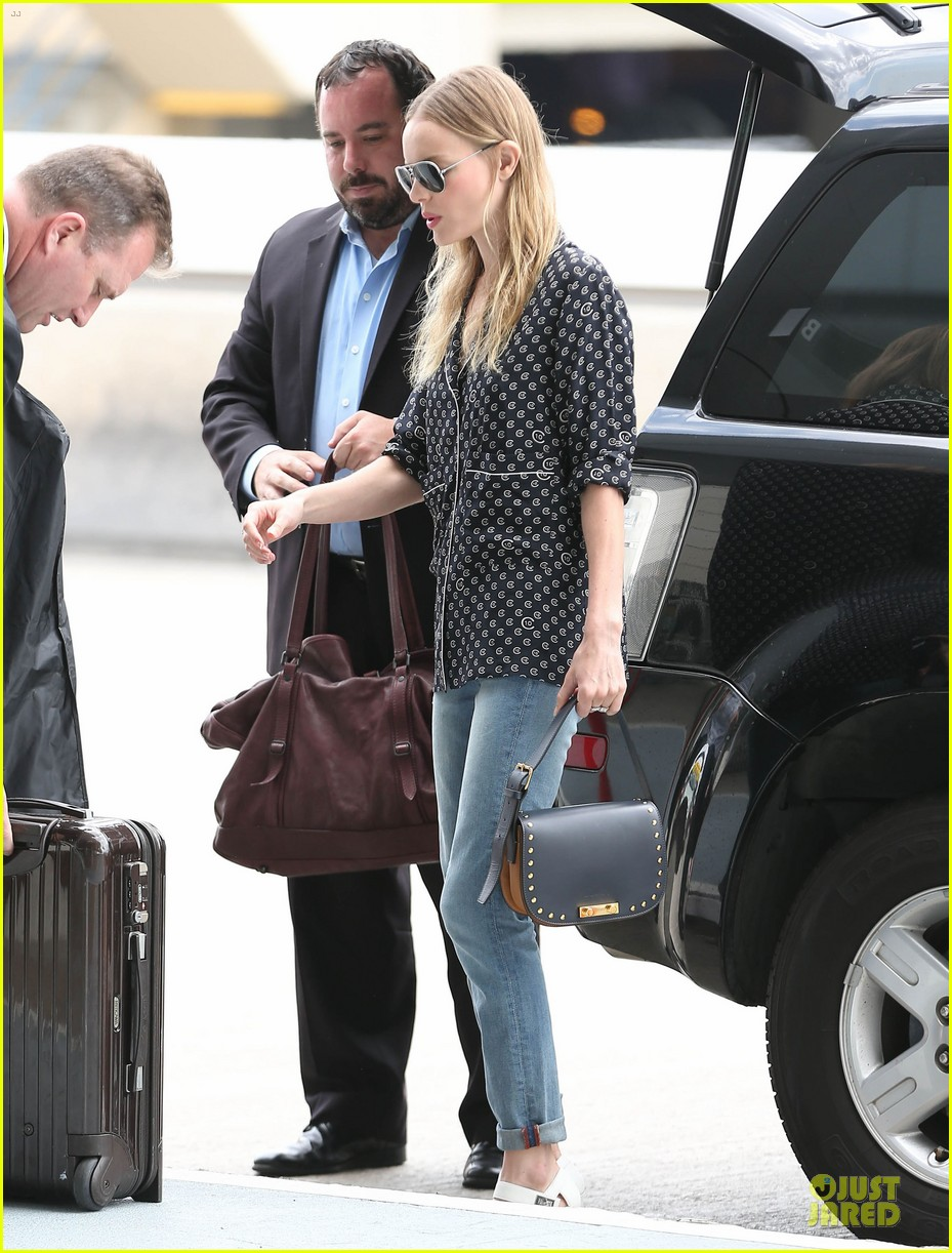 kate bosworth michael polish hold hands for south korea flight 072902129