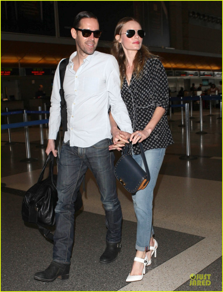 kate bosworth michael polish hold hands for south korea flight 152902137