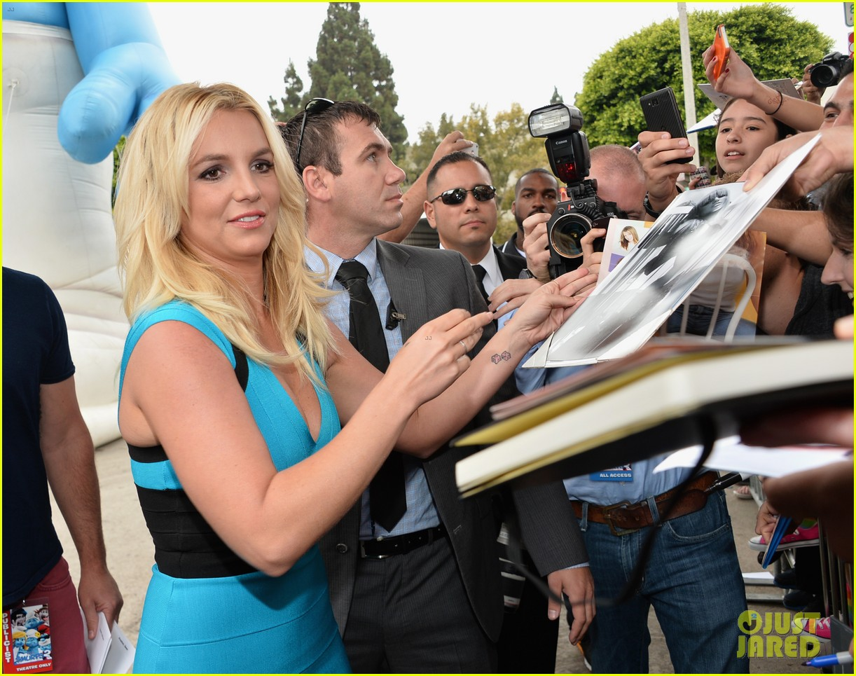 britney spears smurfs 2 premiere with sean preston jayden james 09