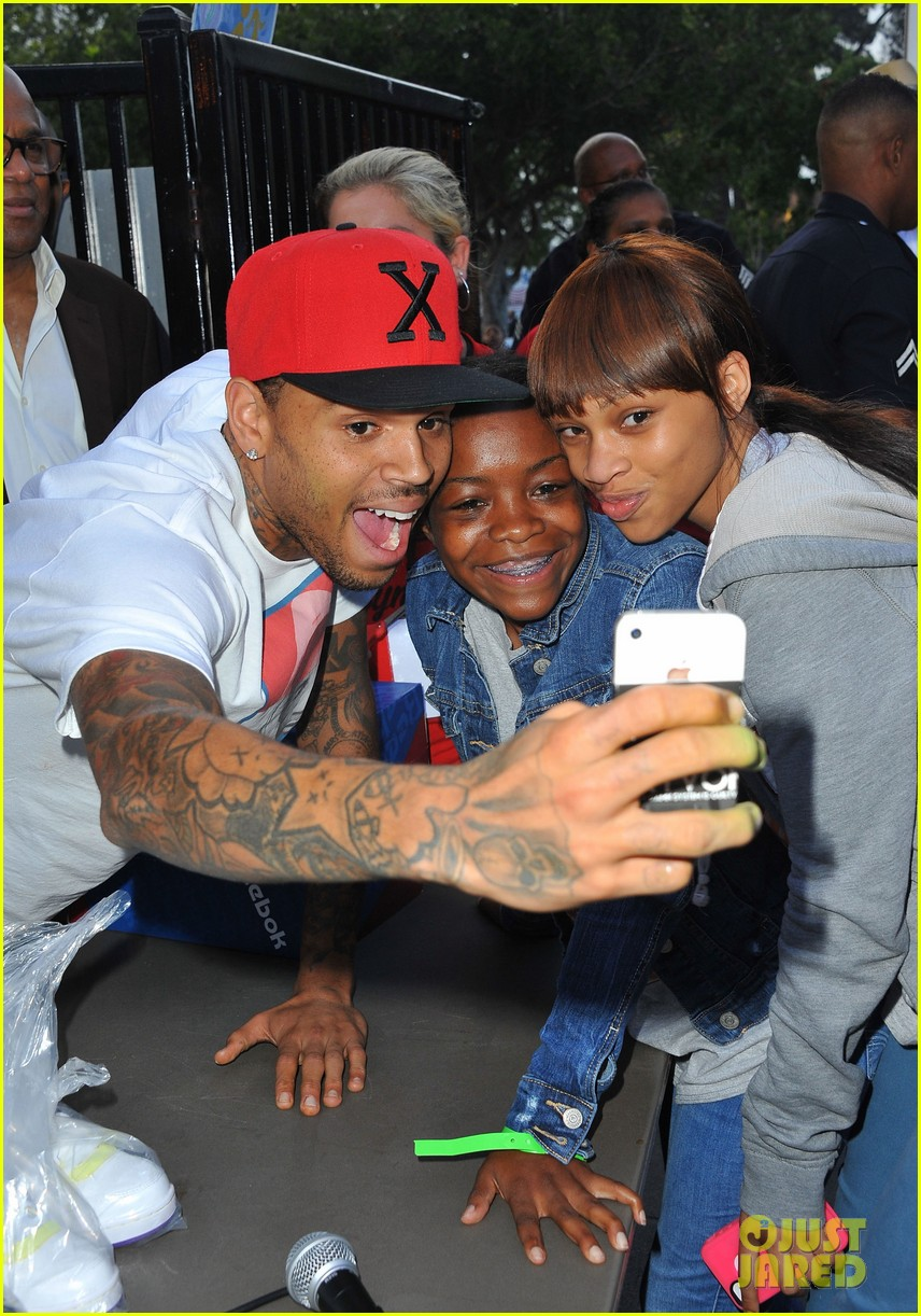 chris brown pleads not guity to hit run charges 02