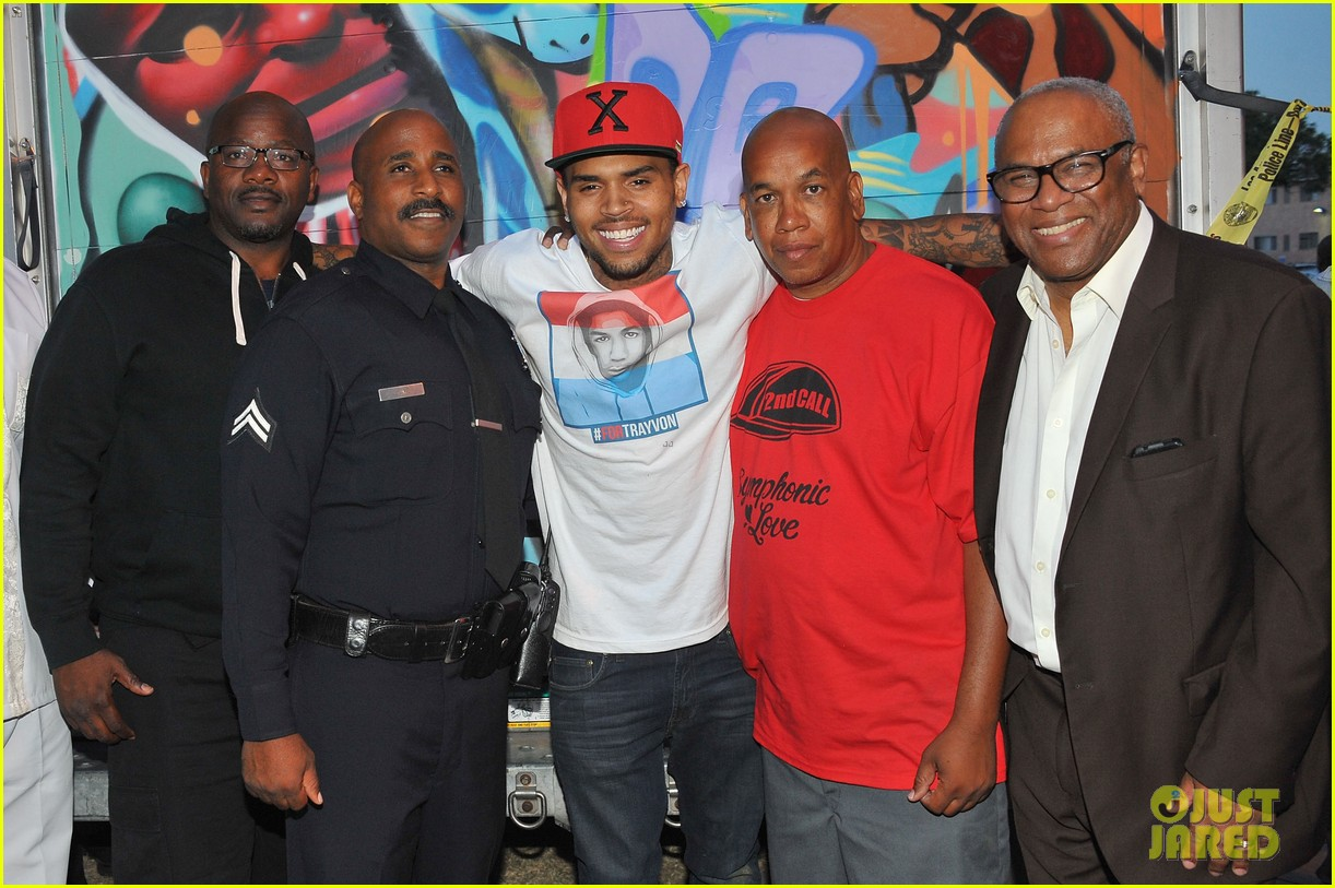 chris brown pleads not guity to hit run charges 06