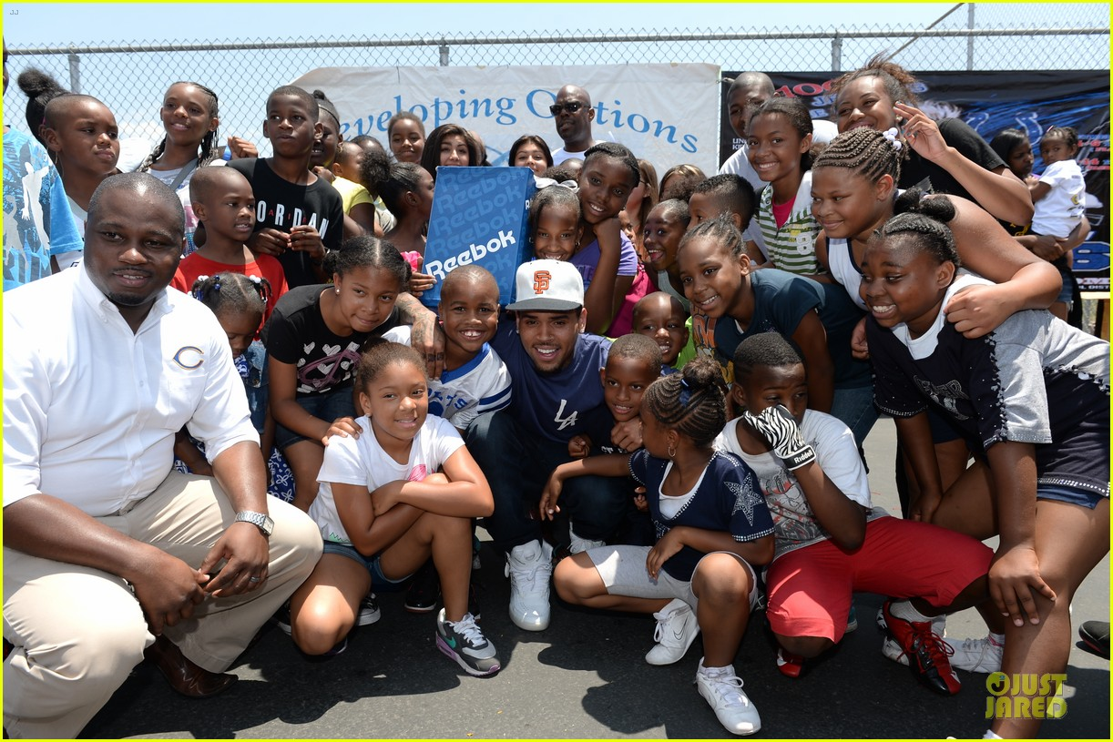 chris brown walk everywhere in unity shoes event 08
