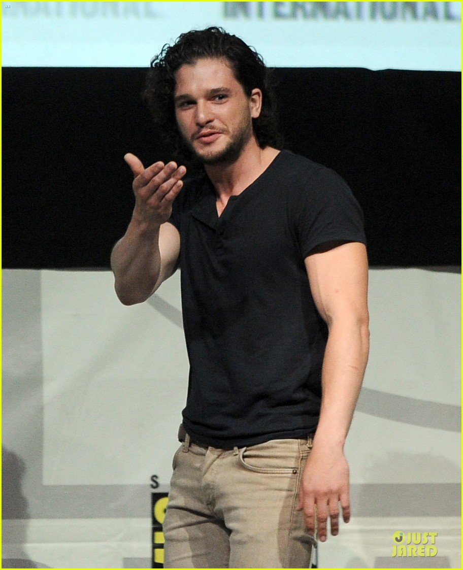 emilia clarke kit harrington game of thrones panel at comic con 02