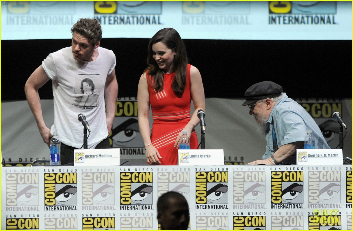 emilia clarke kit harrington game of thrones panel at comic con 05