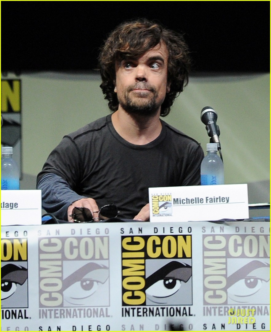 emilia clarke kit harrington game of thrones panel at comic con 122912677