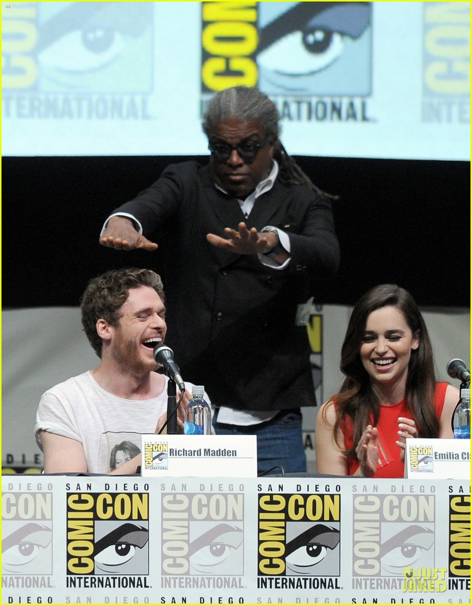 emilia clarke kit harrington game of thrones panel at comic con 18