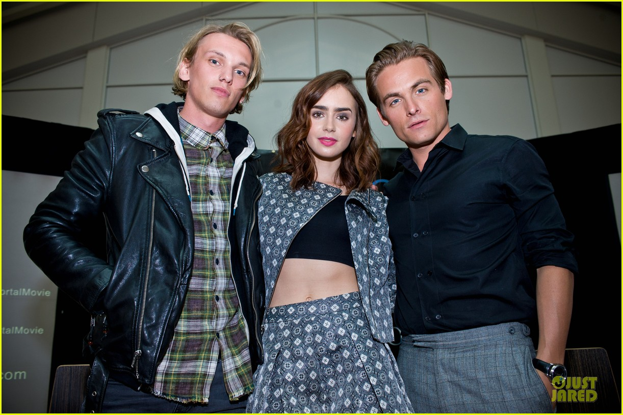 lily collins jamie campbell bower city of bones autograph signing 05