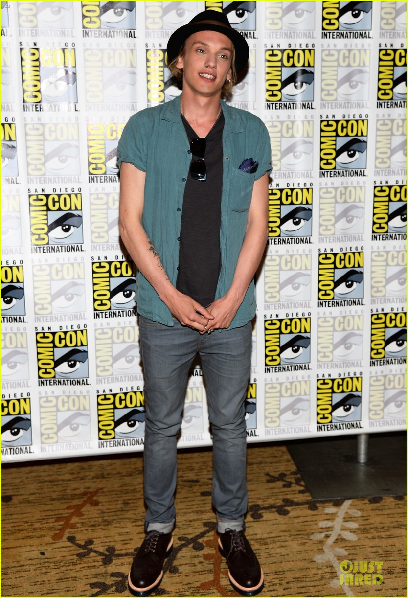 lily collins jamie bower campbell city of bones at comic con 052912478