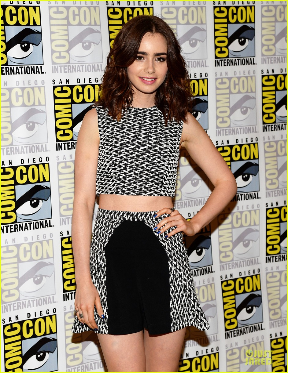 lily collins jamie bower campbell city of bones at comic con 10
