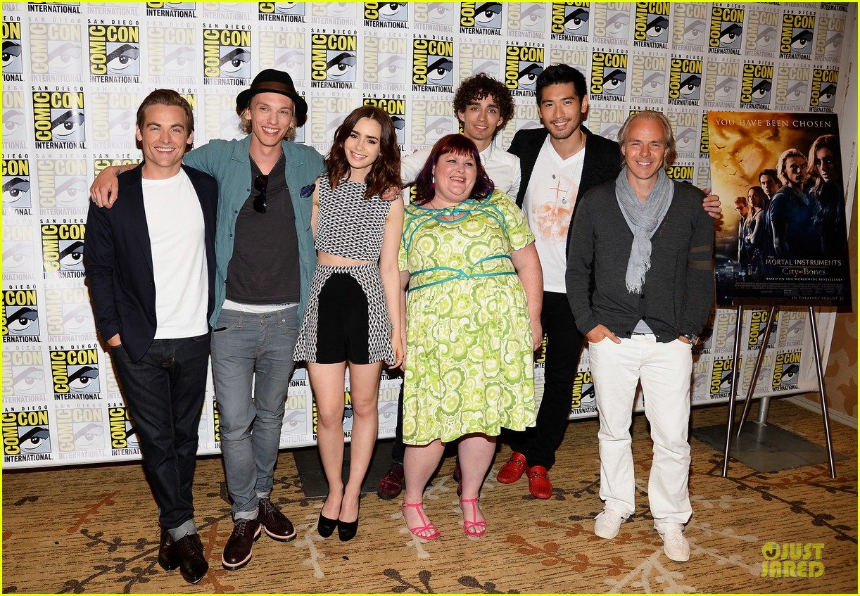 lily collins jamie bower campbell city of bones at comic con 17