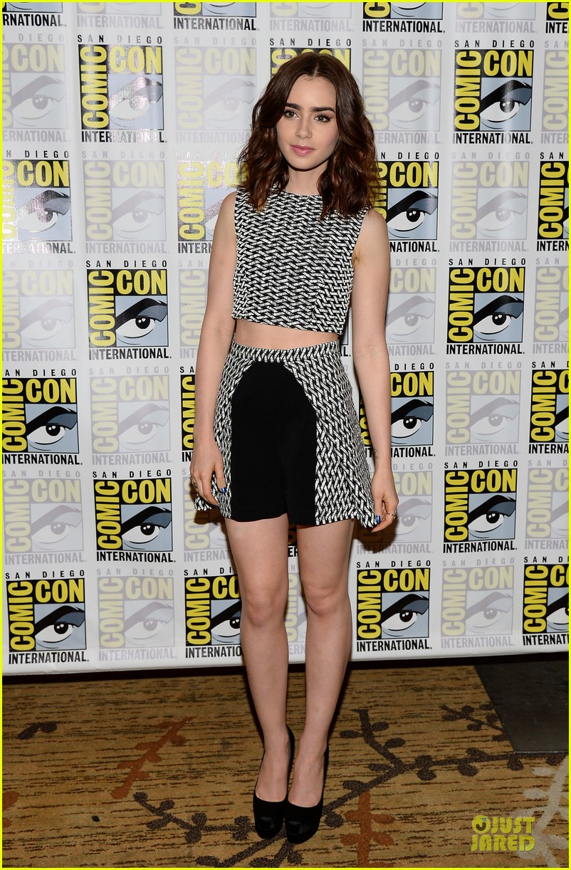 lily collins jamie bower campbell city of bones at comic con 19