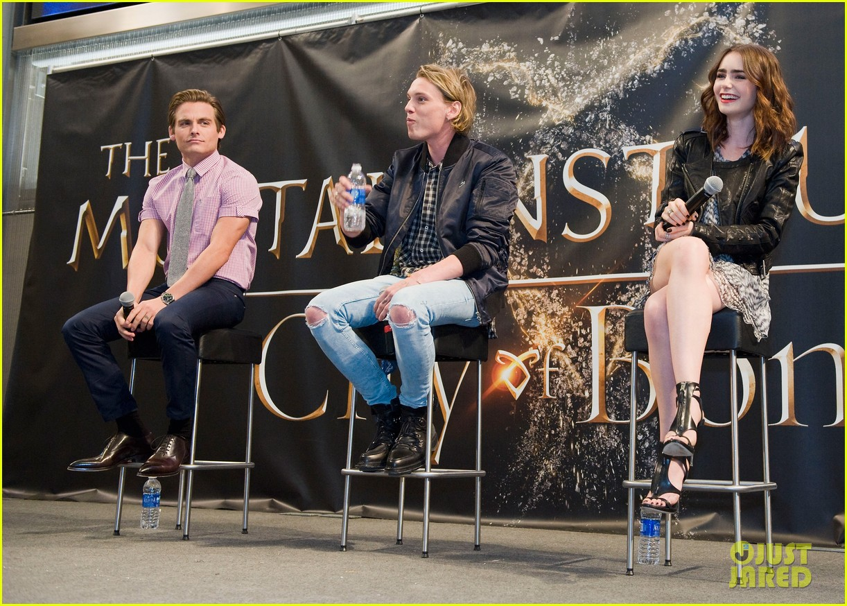 lily collins jamie campbell bower mortal instruments signing 092919119