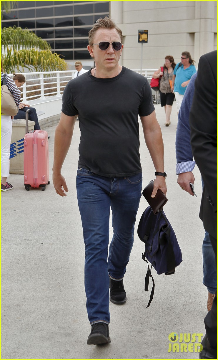 daniel craig lax arrival after australian rugby game 02