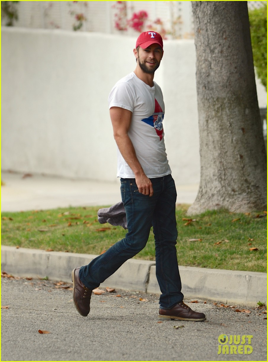 chace crawford bulging biceps in studio city 01