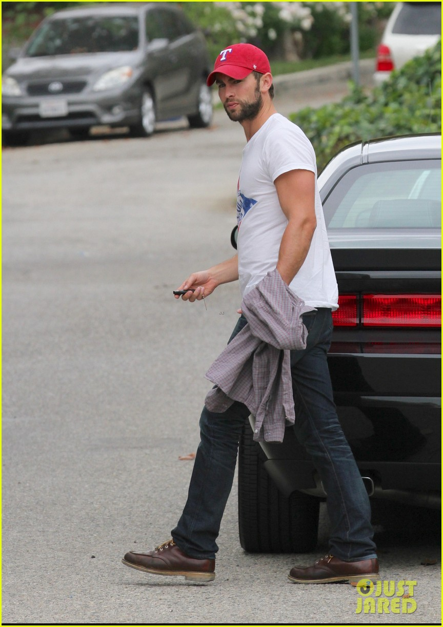 chace crawford bulging biceps in studio city 042908202