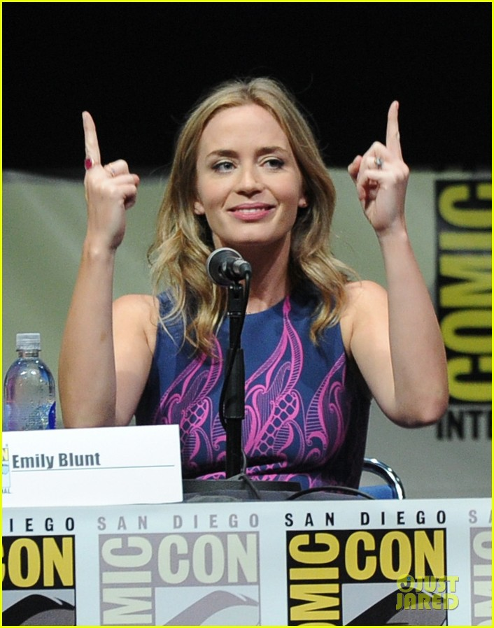 tom cruise emily blunt edge of tomorrow at comic con 12