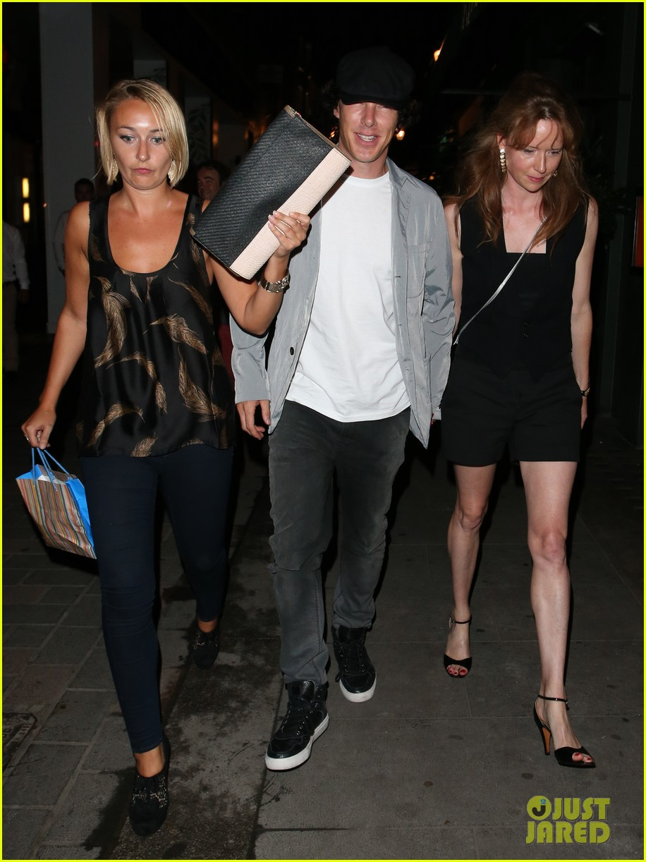 benedict cumberbatch mystery gal hold hands in london 112918442