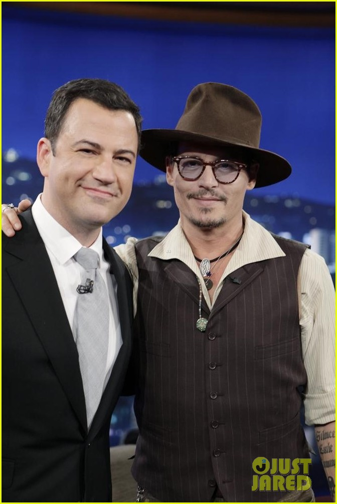 johnny depp kisses jimmy kimmel for talk show appearance video 022902722