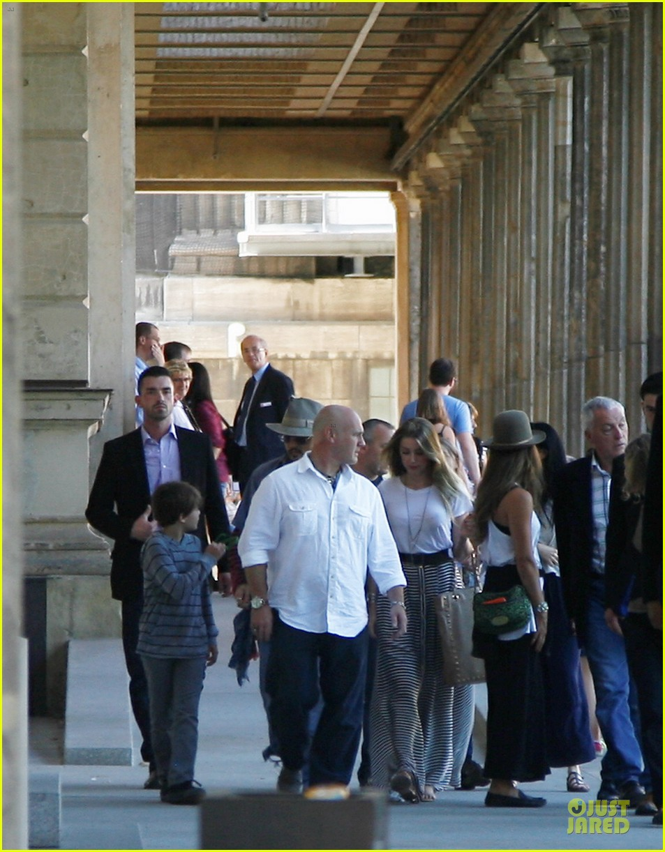 johnny depp amber heard hold hands at neues museum 072912806
