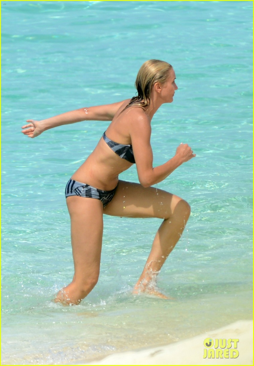 cameron diaz kate upton bikini babes in the bahamas 292914527