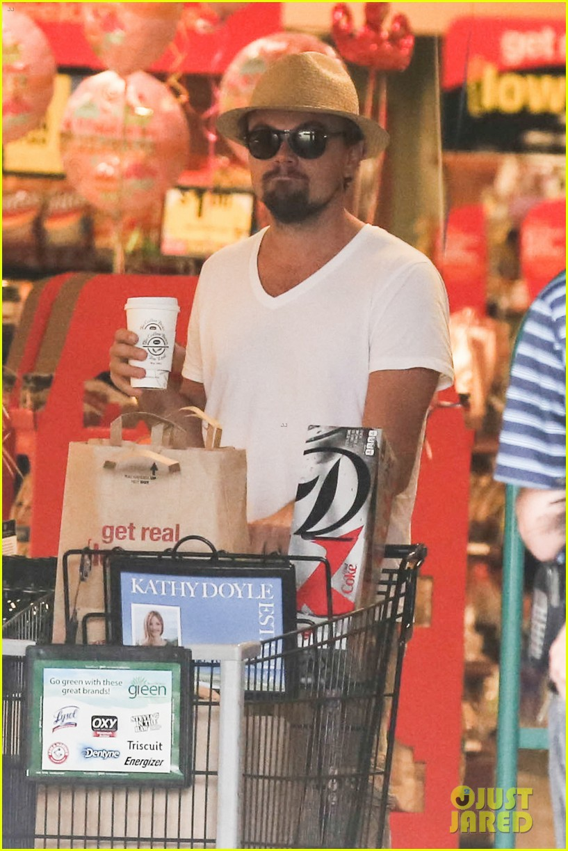 leonardo dicaprio fourth of july grocery shopping 15