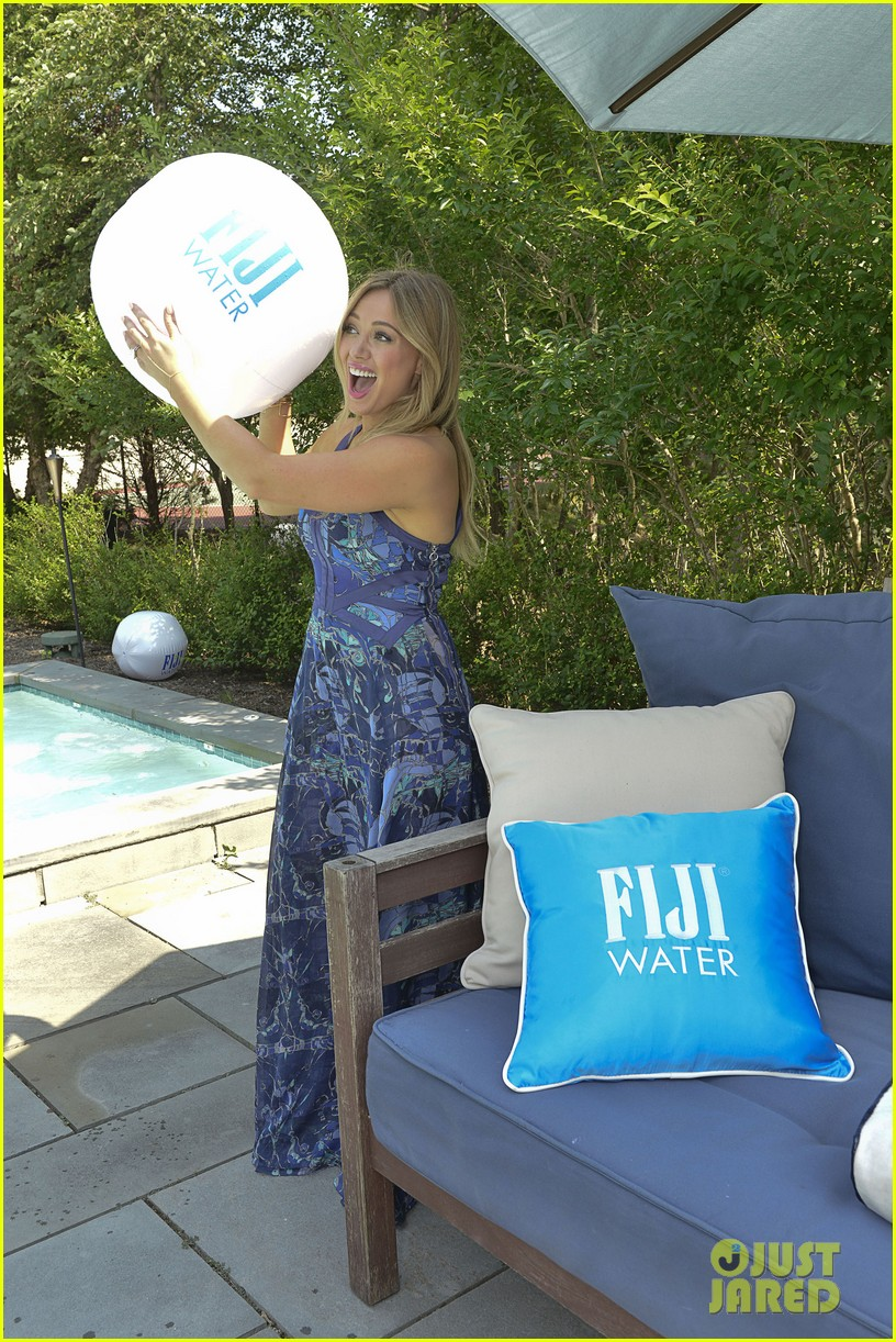 hilary duff fiji water days of summer host 182913757