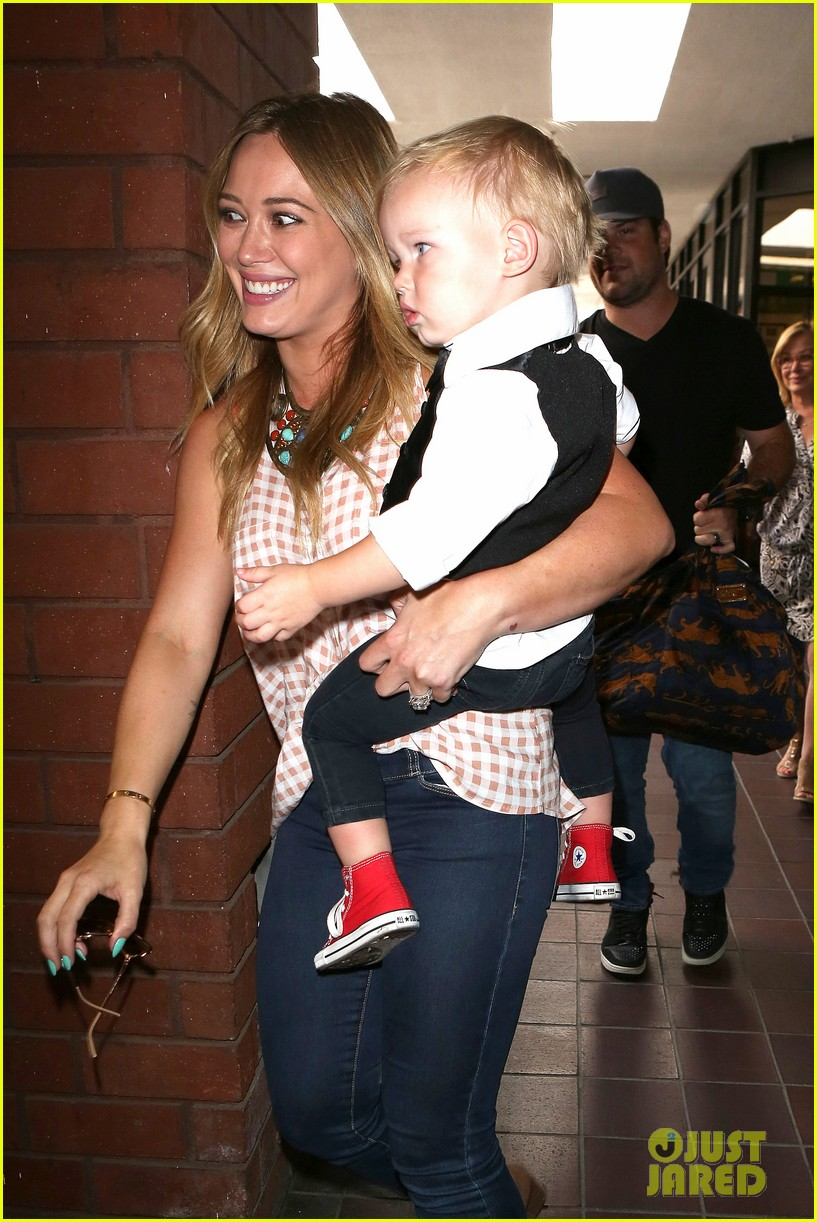 hilary duff luca graduates babies first class 07