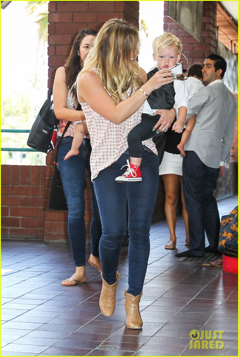 hilary duff luca graduates babies first class 23