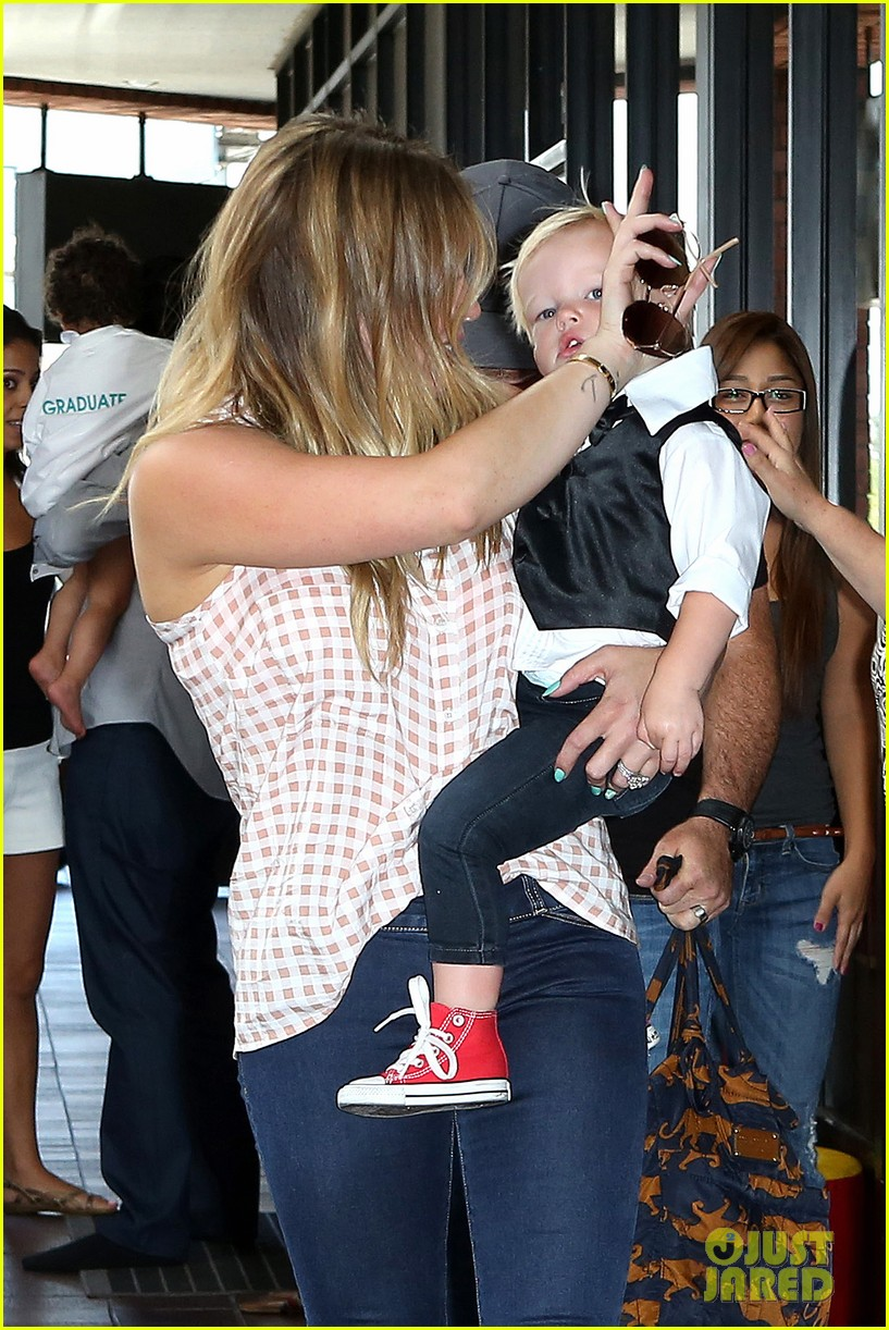 hilary duff luca graduates babies first class 27