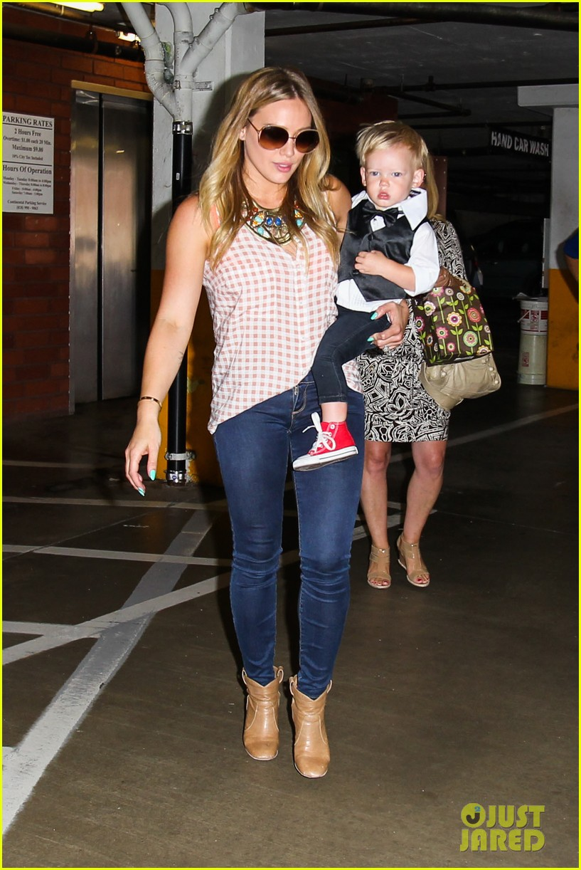 hilary duff luca graduates babies first class 28