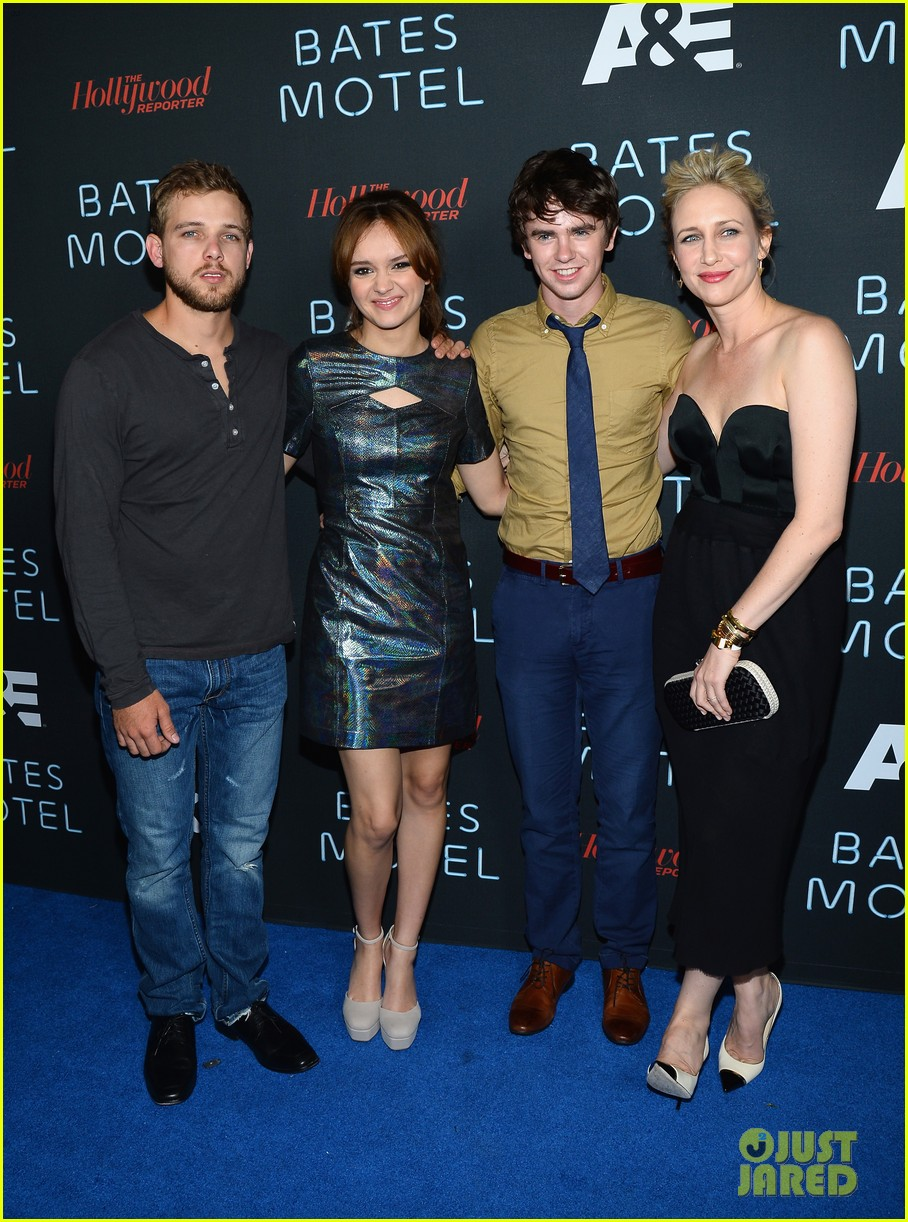 vera farmiga freddie highmore bates motel comic con party 18
