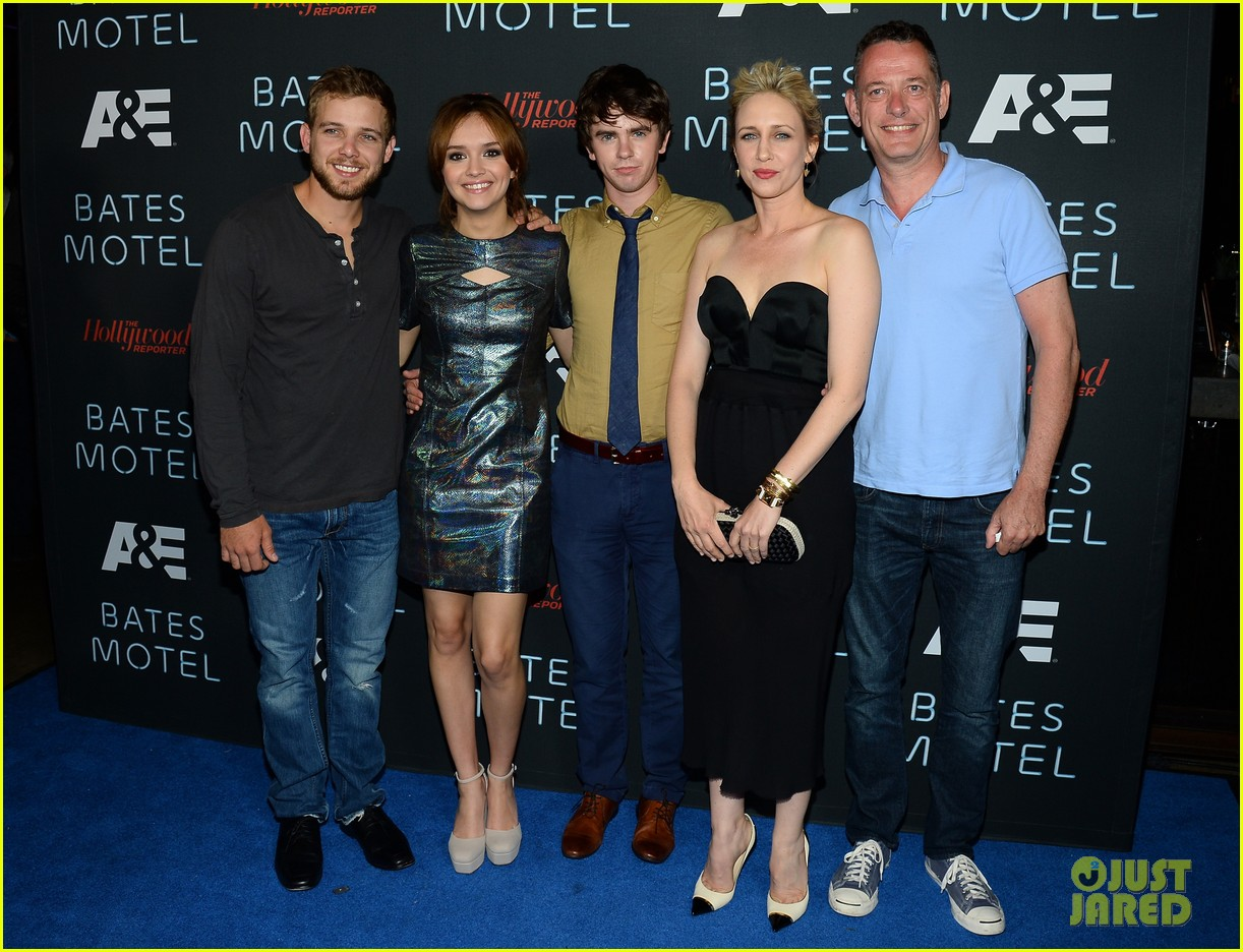 vera farmiga freddie highmore bates motel comic con party 22