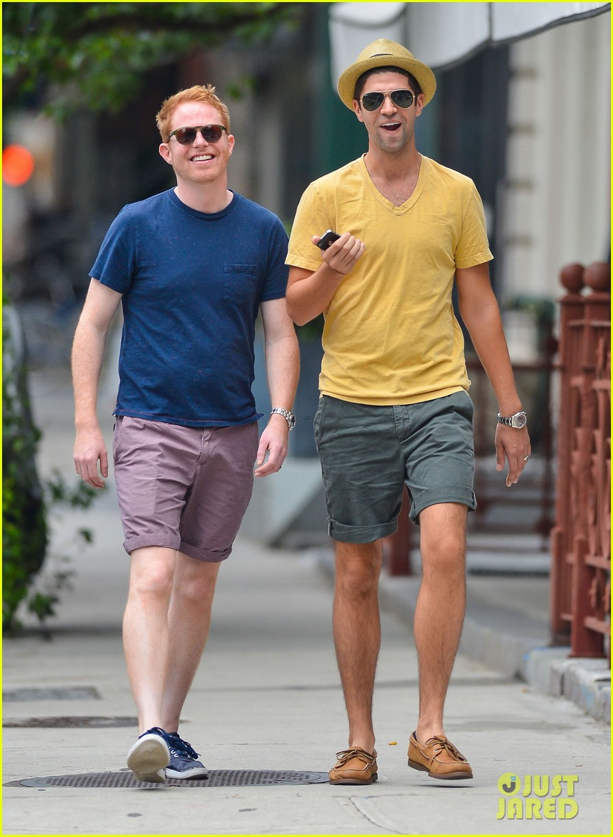 jesse tyler ferguson justin mikita newlyweds in new york 052914203
