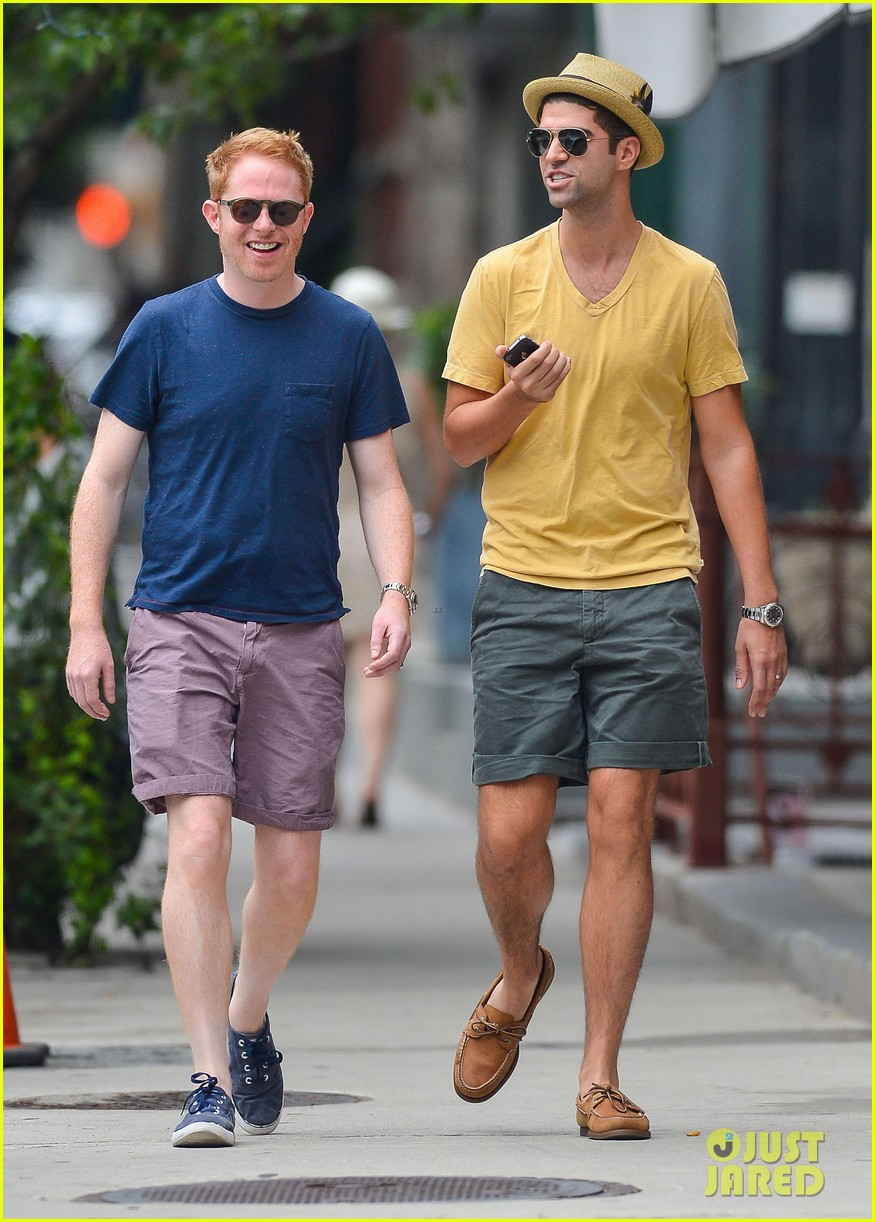 jesse tyler ferguson justin mikita newlyweds in new york 102914208