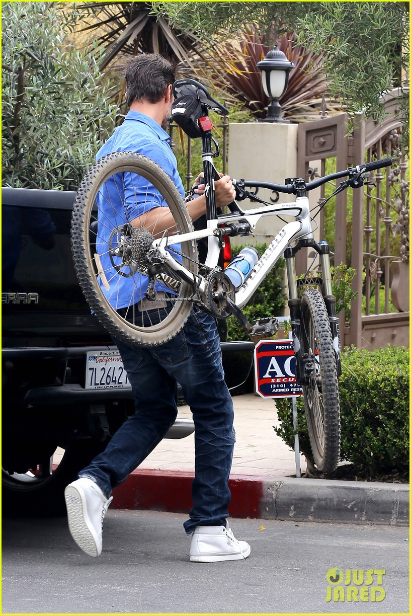 fergie josh duhamel go to church before baby shower day 28