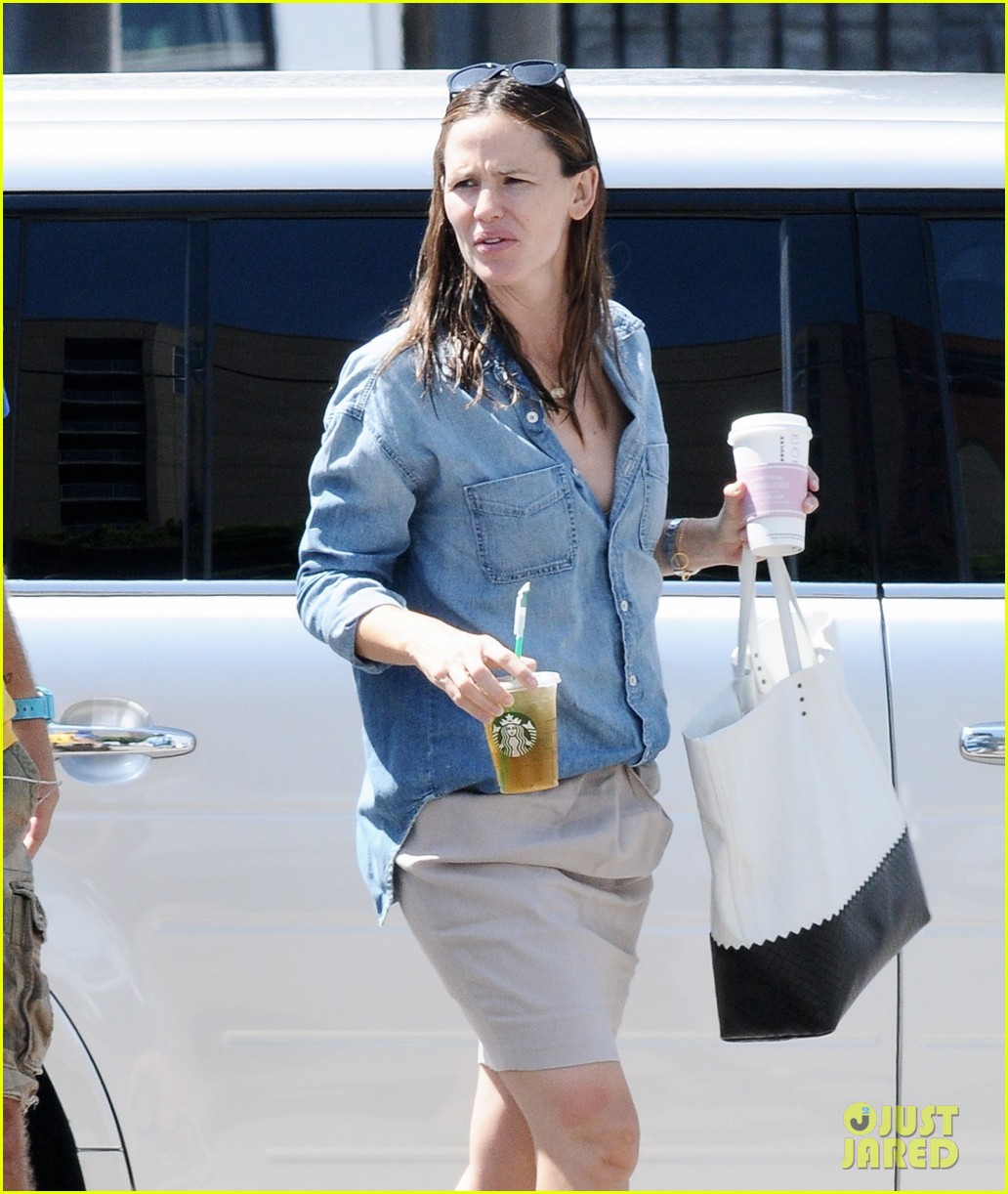 jennifer garner ben affleck matt damon start new production company 04