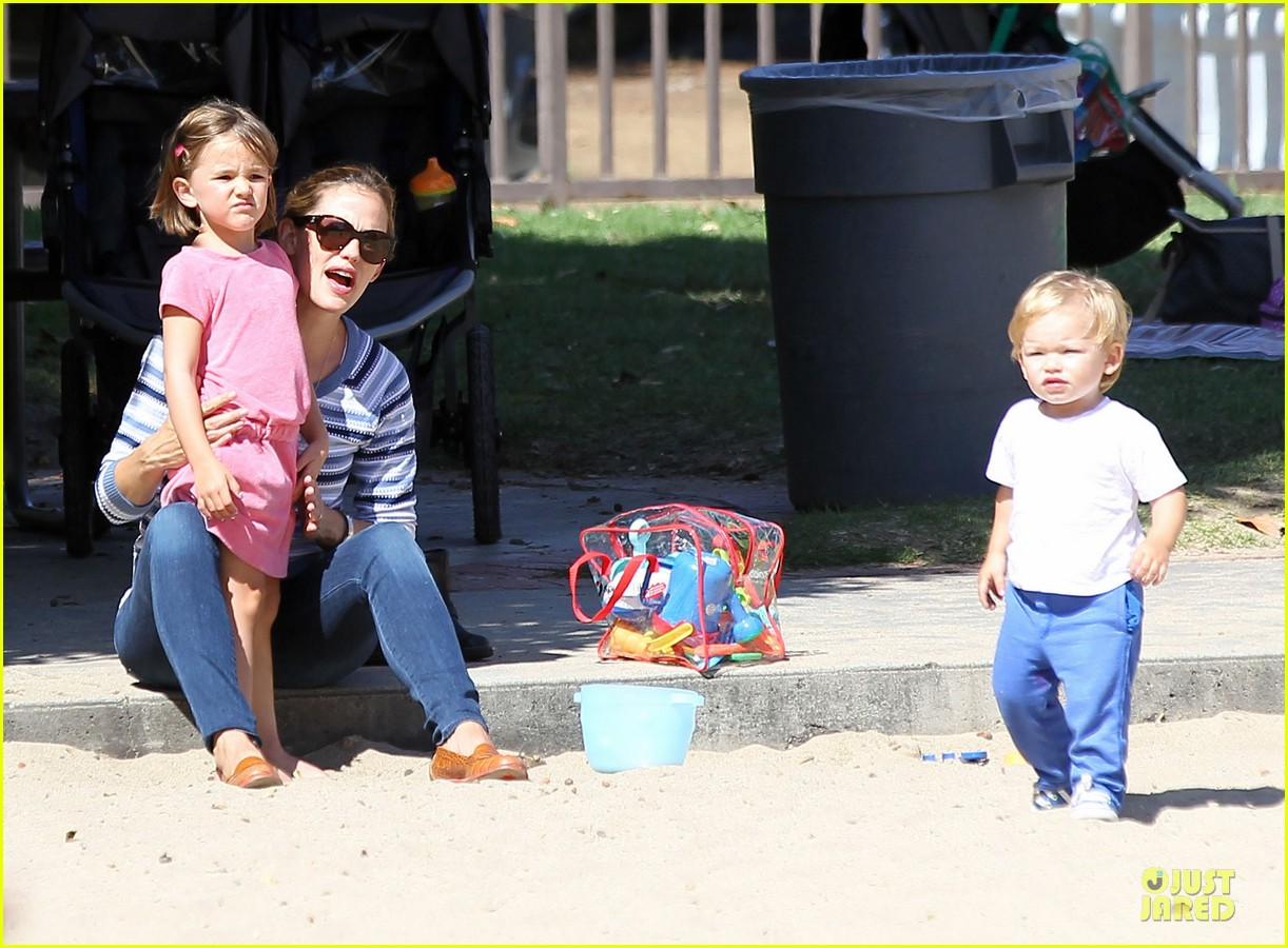 jennifer garner kids park date after jimmy kimmel wedding 172910040