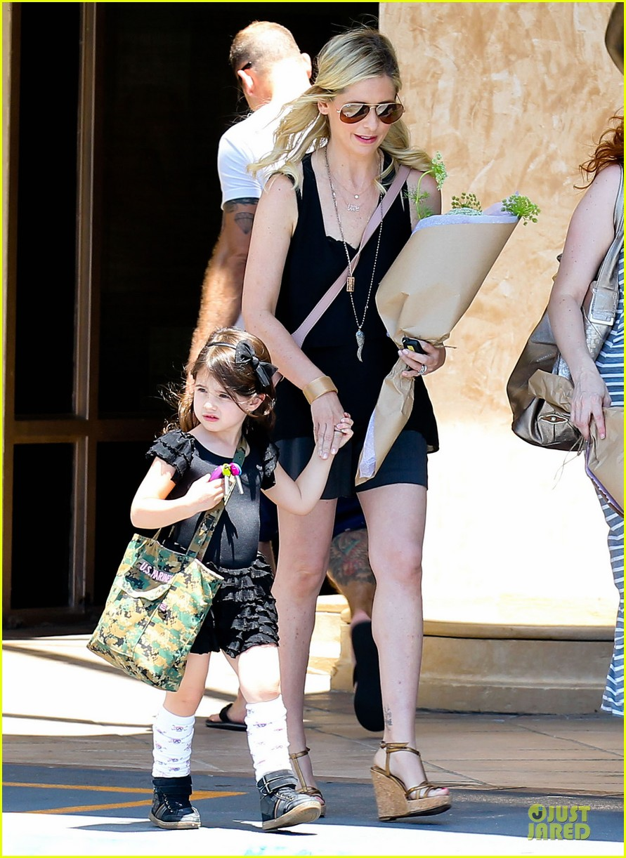 sarah michelle gellar flying with two kids alone is my latest milestone 07
