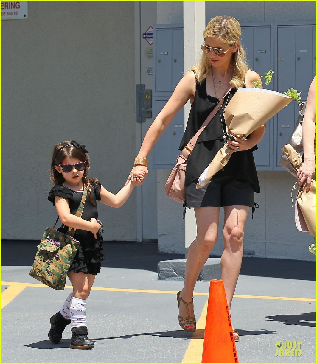 sarah michelle gellar flying with two kids alone is my latest milestone 15