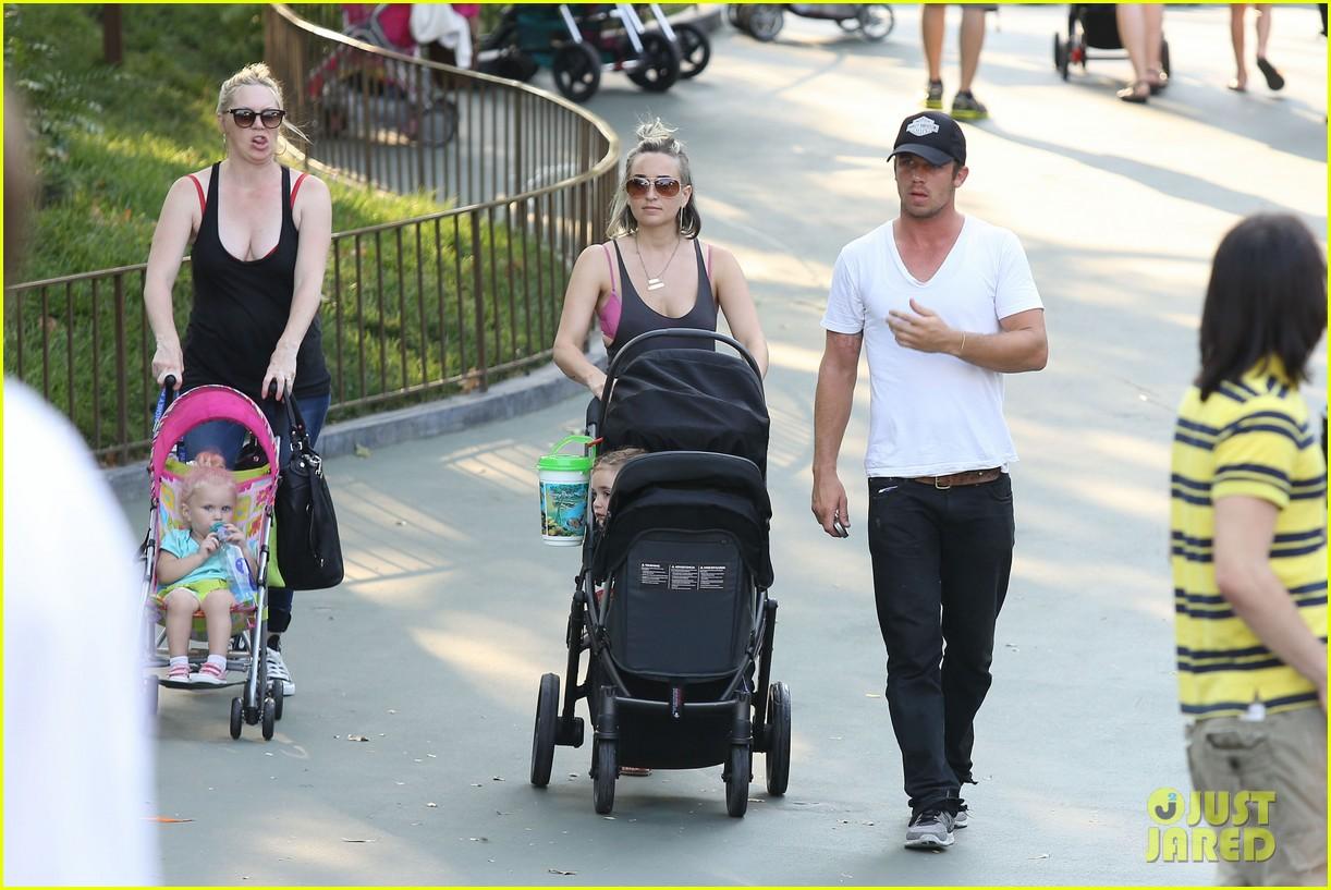 cam gigandet debuts baby rekker on family disney trip 152902544