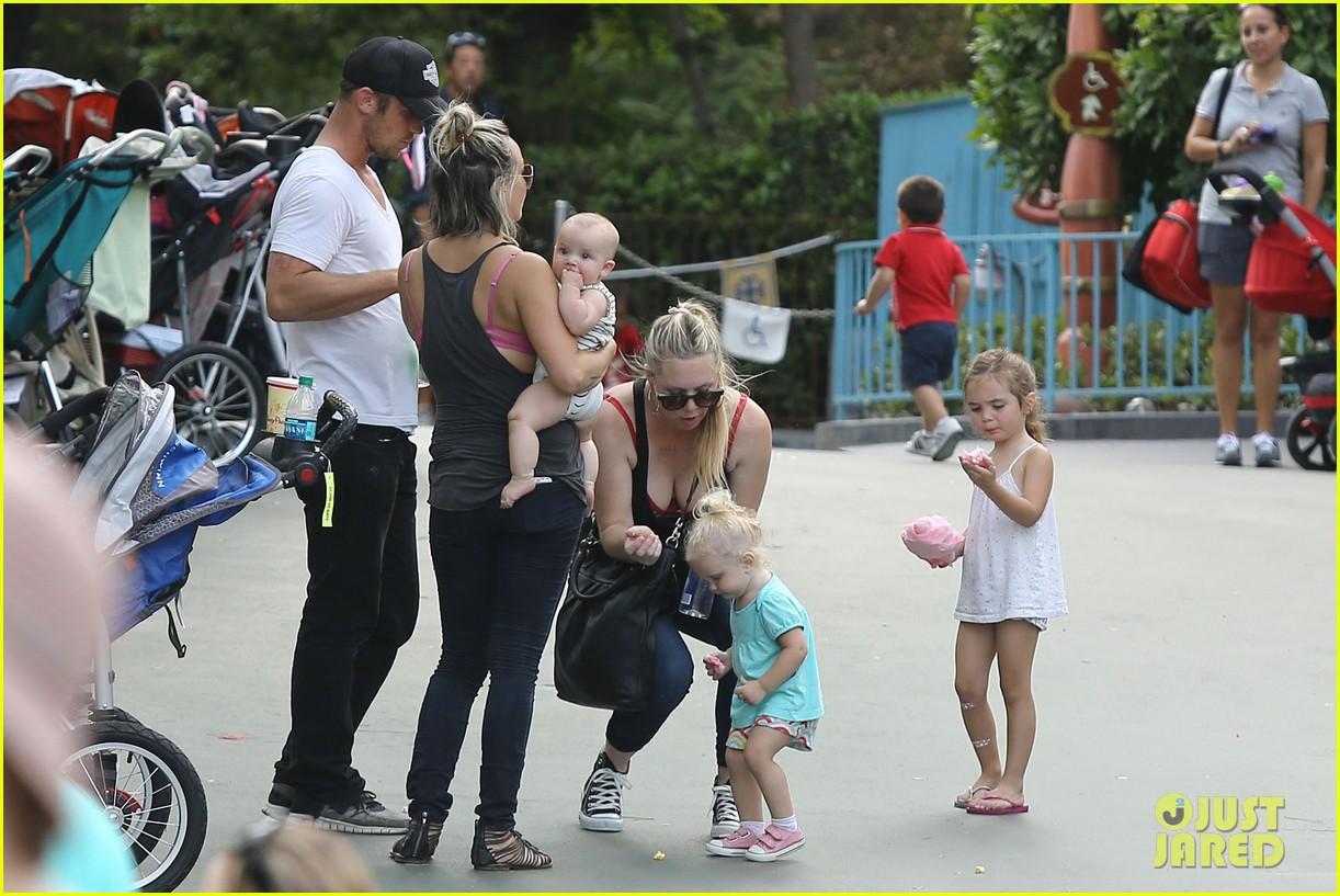 cam gigandet debuts baby rekker on family disney trip 362902565