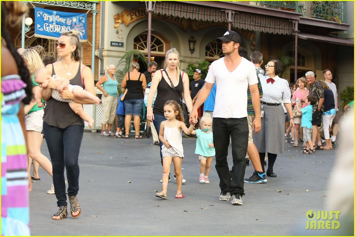 cam gigandet debuts baby rekker on family disney trip 382902567