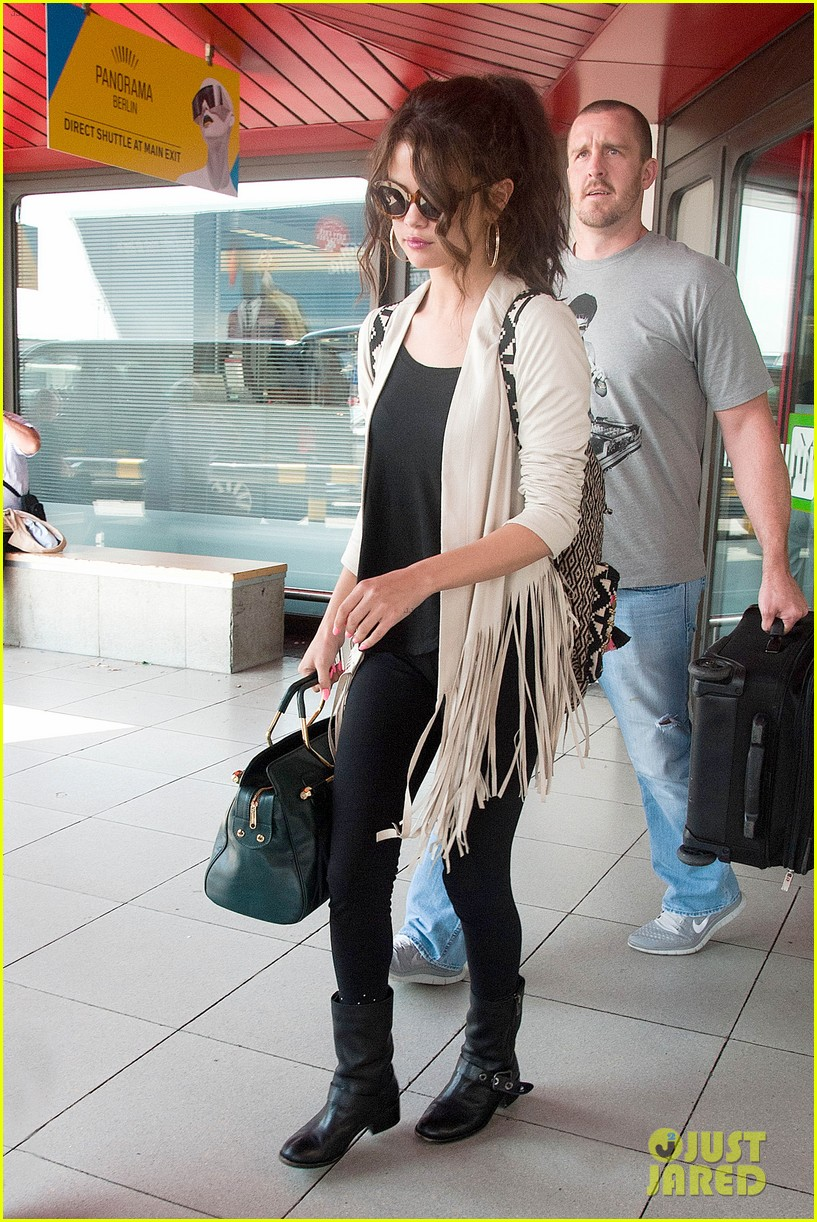 selena gomez catches flight to attend adidas neo launch 092906087