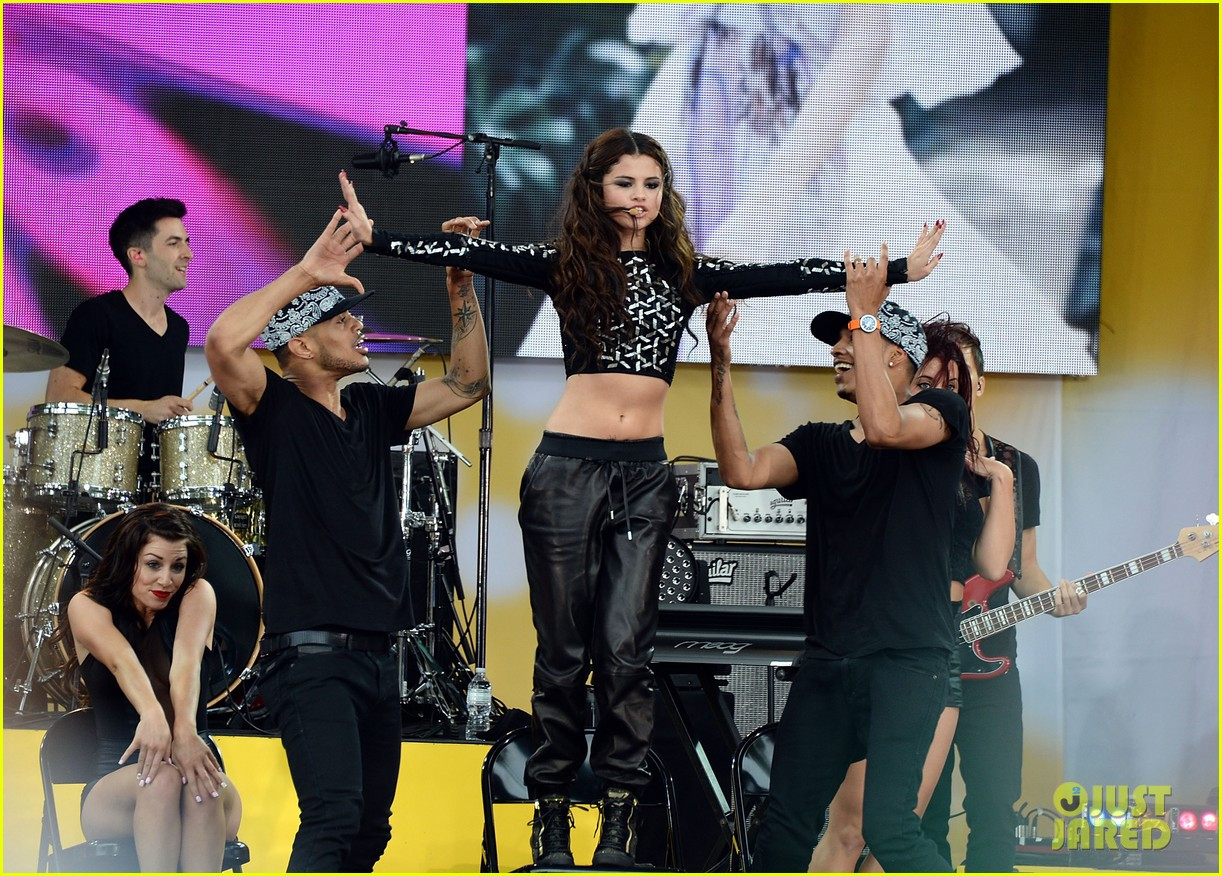 selena gomez good morning america concert 18