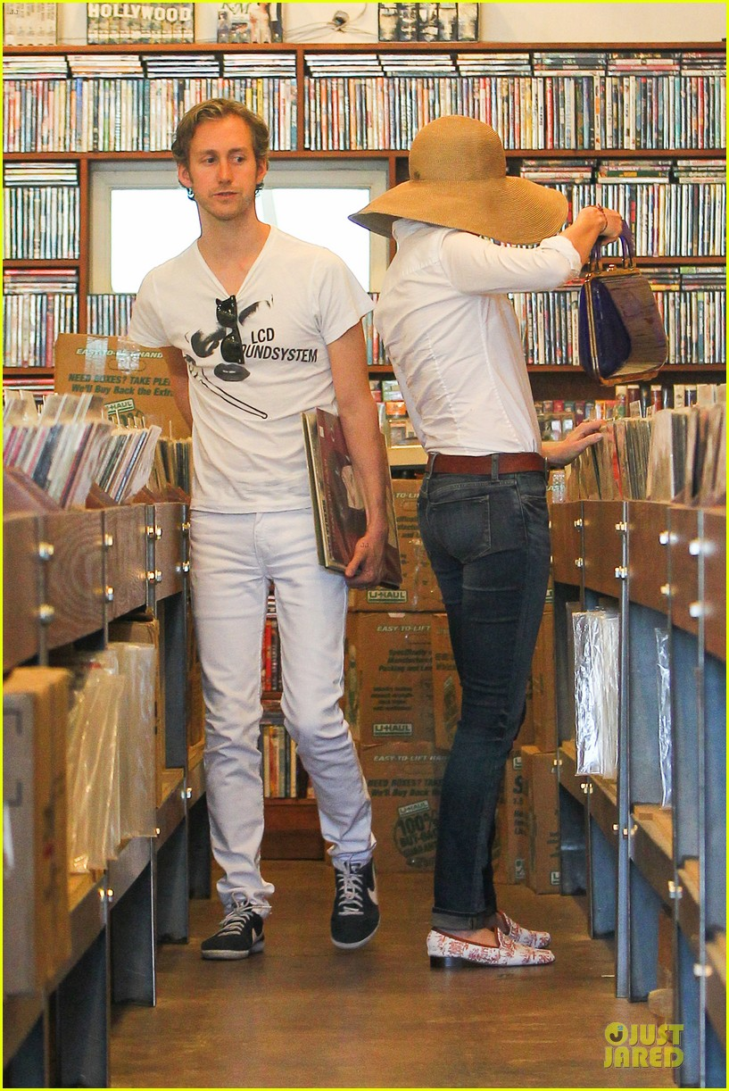 anne hathaway adam shulman search for vintage vinyl records 03