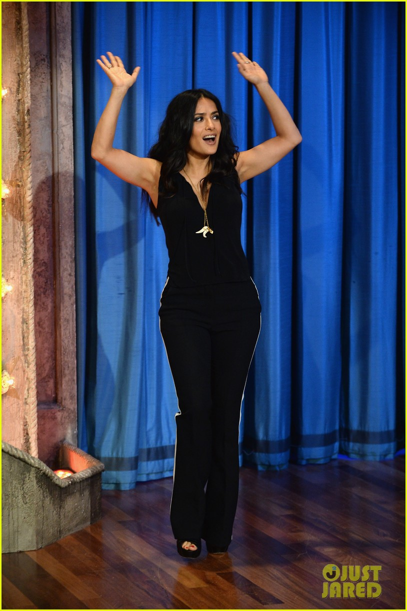 salma hayek plays beer pong on late night with jimmy fallon 02