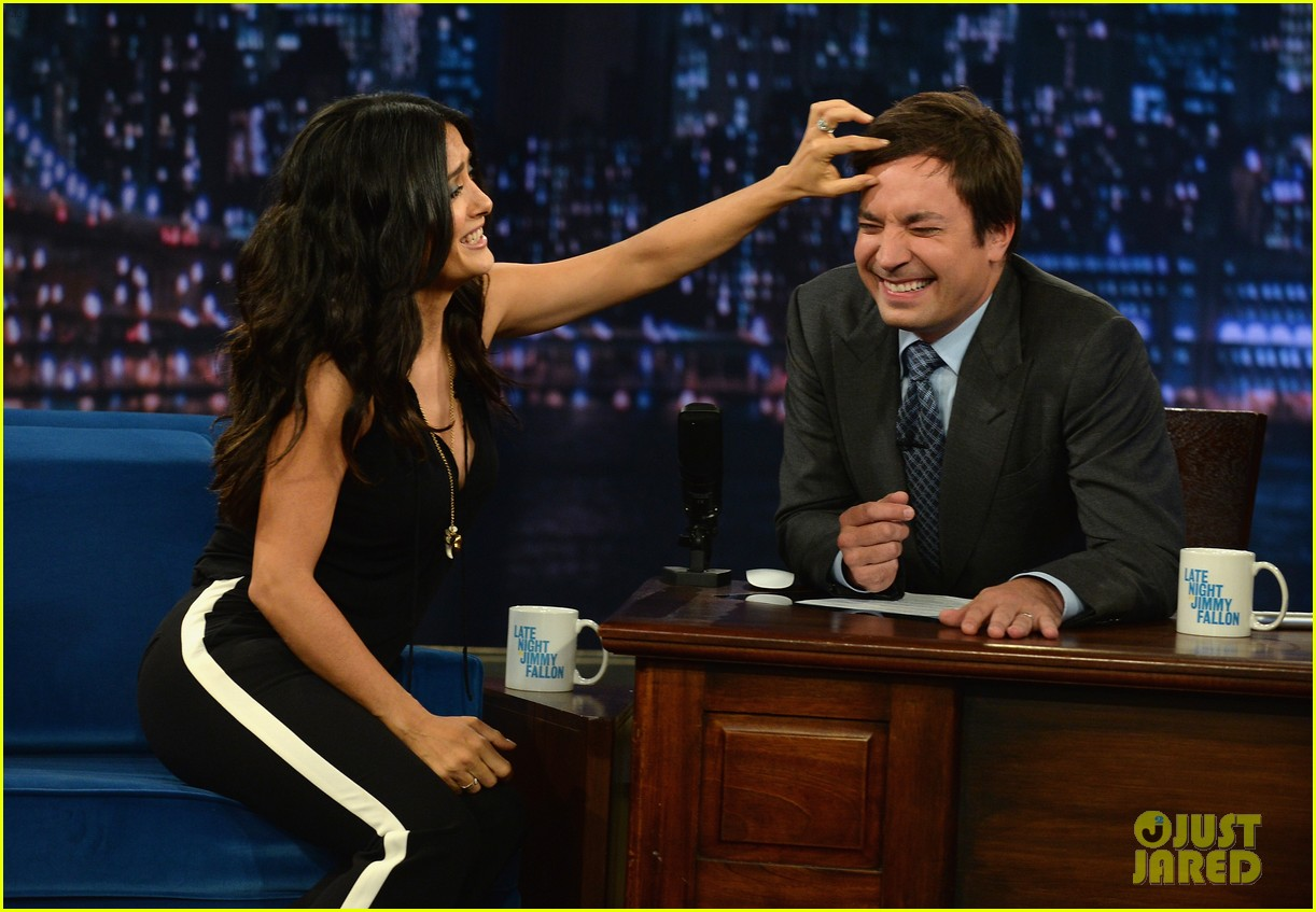 salma hayek plays beer pong on late night with jimmy fallon 09